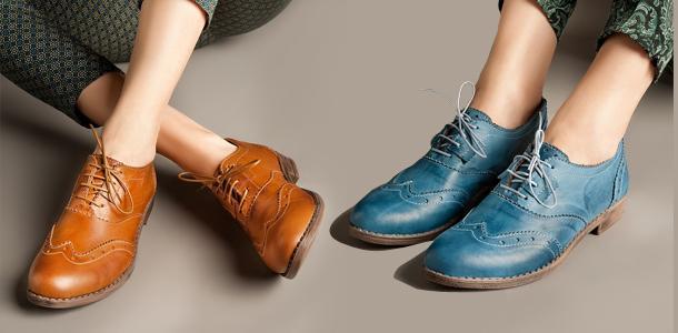 Yüksek topuklu ayakkabı kadınların olmazsa olmazı Resmi bir görüşmeye, göz kamaştıran bir partiye ya da şık bir restorana giderken dolabımızdaki en yüksek topuklu stilettoyu çıkarma ihtiyacı duyuyoruz. Oysa şık olmak ayakkabımızın topuk yüksekliğine bağlı değil. Belki de ihtiyacınız olan şey bir çift loafer, oxford ya da bu yıl popülerliğini tekrar kazanan zarif sandaletlerdir.