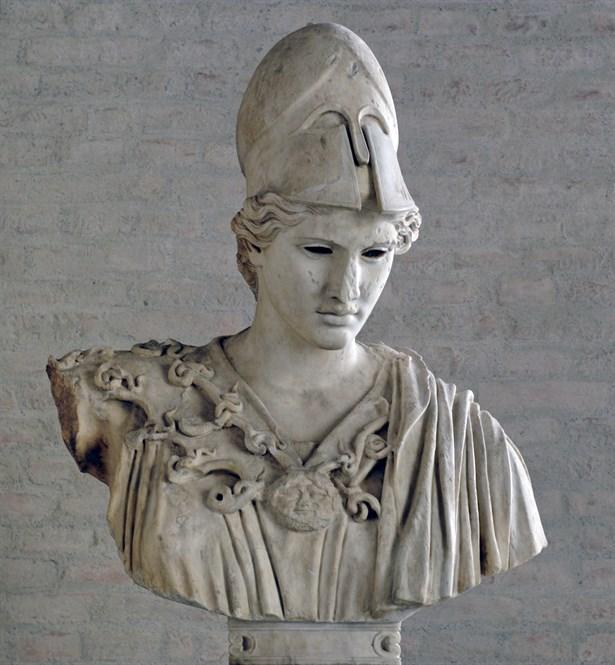 """Terazi burcu Anibus ve Athena:  Yunan çoktanrıcılığının en ünlü ve önemli tanrılarından biri olan Athena, ilgilendiği adalet ve yargı sebebiyle Terazi burcunun da yöneticisi kabul edilir. Athena için mitler """"Zeus'un kafasından çıkan kızı"""" derler. Buna neden olarak da ; Athena'nın Zeus'un kafasından tepeden tırnağa silahlı olarak çıkmış olmasıdır. Savaşçı bir ruha sahip olan Athena için, Atina kentinin koruyucusu ve ruhu da denir. Mitolojide Kadim Mısır'ın Ölüler Kitabı'nda ölü ruhların kalpleri bir terazi yardımıyla tartılıyor ve onun içindeki iyilik ve kötülüklerin miktarları ortaya çıkıyordu. İyilik tarafı ağır basan ruhlar hemen orada ödüllendiriliyor, kötülük tarafı ağır basanlar ise cezalandırılıyorlardı. Kadim Mısır inancında bu işlemi Çakal Başlı Tanrı diye adlandırılan Ölüler Tanrısı Anibus yapıyordu. Bu efsanelere dayanarak bu burca Terazi denmektedir."""
