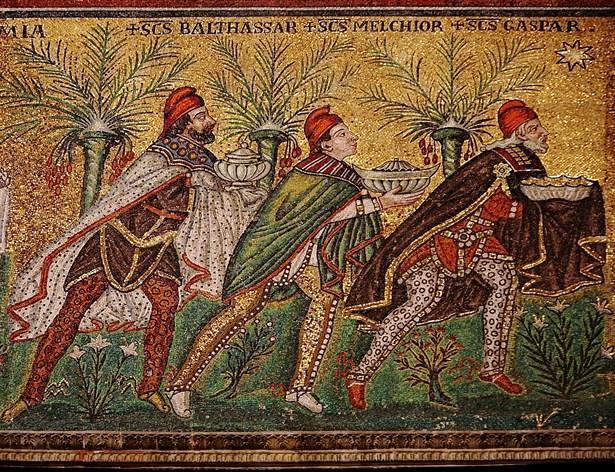 Kova burcu Endiku ve Gula:  En eski Sümer tanrıçalarından biri olan Canverici Tanrıça Gula (Aquarius), ismi Kova takımyıldızına verilmiştir. Hammurabi yasalarının başında o yasalara uymayanların Gula tarafından şifasız hastalıklarla cezalandırılacağı yazılıdır. Asurlular, ona ellerini havaya kaldırarak dua ederlermiş. Babil Kralı Nabu-Naid de uzun yaşayabilmek için ömrü boyunca ona yalvarmış. Kova Burcu'nu simgeleyen mitolojik esintiler, çeşitli uygarlıklarda ayrı ayrı yorumlanmıştır. Bunlardan biri; Gılgamış'ın arkadaşı olan Enkidu ya da Endiku, kendisinin de bir hayvan-insan olması nedeniyle hayvanların koruyucusudur. Ve Gılgamış Destan'ın da bir öküzü yıkarken, su verirken betimlenmiştir. Öte yandan yine Babil'de Tanrıça Enki (Ea) elinde bir kova ile su dökerken resmedilmiştir. Bir diğer mitte ise Kadim Mısır'ın tanrılarından Hapi'nin Kova burcunun simgesi sayılmasıdır. Hapi Kadim Mısır'da, ölülerin iç organlarını korumakla görevli bir tanrı diye geçer. Kova burcuyla ilişkisi ise elinde tutuğu camdan iki kapta bulunan Nil Nehri'nin sularını toprağa boşaltırken resmedilmesine yormaktayız. Kova burcunun yöneticisi olan Uranüs, Yunan mitolojisinin ilk erkek tanrısıdır.