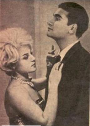 Şarkıcı, üçüncü nikahı 1963 yılında 'Ateşli Aşk' filminde birlikte oynadığı Özden Çelik'le kıydı.