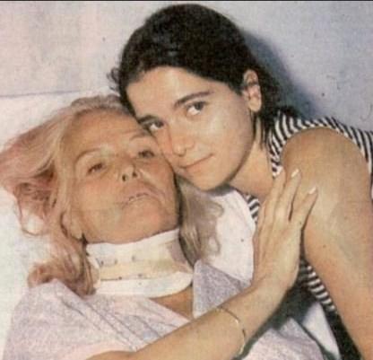 Bu arada Erol Simavi ile yaşadığı birliktelikten kızı Yasemin dünyaya geldi.