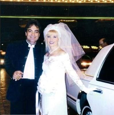 1997 yılı içinde Fahrettin Akçınar'la evlendi ve 1998 yılının mart ayı içinde bu evlilik de bitti.