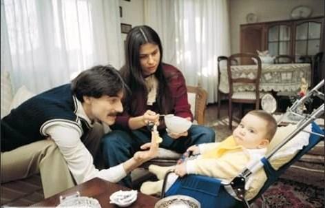 MEHMET ALİ ERBİL - 5 NİKAH  Mehmet Ali Erbil, büyük kızı Sezin'in annesi Muhsine Kamiloğlu ile iki kez nikah masasına oturdu. 1980'de yaptığı ilk evliliği 1985'de sonlandıran Erbil, aynı yıl Muhsine Kamiloğlu ile tekrar evlendi. Ancak bu kez bir yıl evli kalabildi.