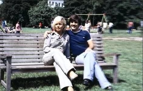 Aynı yılın 20 Haziran'ında Gazinocular Kralı Fahrettin Aslan'ın oğlu Selçuk Aslan'la evlendi. Çift, Eylül 1981'de ayrıldı.