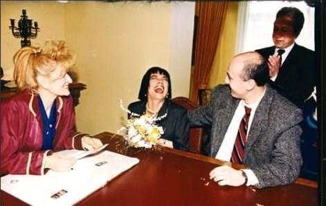 Sanatçının dördüncü evliliği gazeteci Ahmet Utlu ileydi. 1993'de evlenip Ekim 1997'de boşandı.