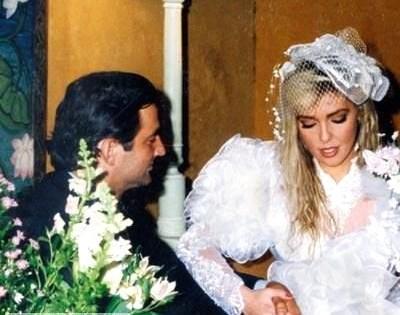 Fransız Pascal Levaseu'la Paris'te lüks bir lokantada tuvalete giderken karşılaşıp, tanıştı. Gece gittikleri kulüpte evlenme teklifi aldı. 18 Şubat 1991'de de evlendi. Pascal'ın kıskançlık krizleri başladı ve bu evlilik 1992 nisanında bitti.