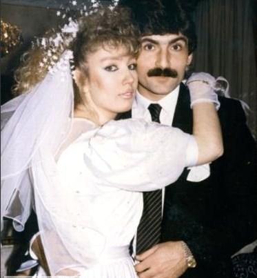 SEDA SAYAN - 6 NİKAH  1987'de Sarıyerli futbolcu Rıdvan Kılıç'la gizli bir evlilik yaptı. Altı yıl süren beraberlik sonunda gelen bu evlilik, yine gizli bir şekilde ve altı ayda bitti.