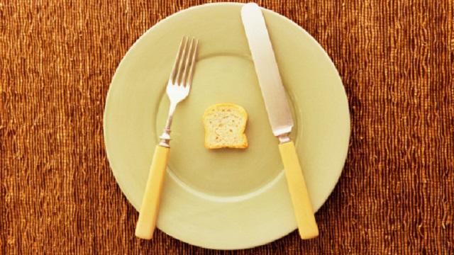 •Tek bir öğünde fazla miktarda besin tüketmek bulantıya neden olabiliyor. Bu yüzden az az sık sık beslenin.