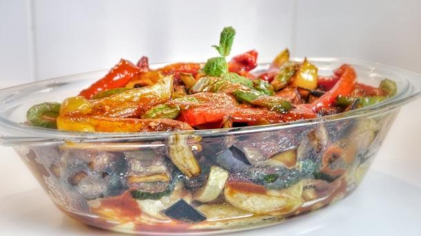 •Kızartmalar ve yağlı besinler bulantıya yol açabiliyor. Bu nedenle daha az yağ içeren besinleri ve haşlama, fırın, ızgara gibi pişirme yöntemlerini tercih etmeniz önemli.