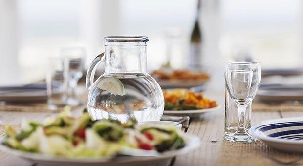 •Yemeklerle birlikte alınan sıvılar bulantıya yol açabildiği için komposto, meyve suyu ve su gibi içecekleri yemeklerle birlikte değil, öğün aralarında tercih edin.