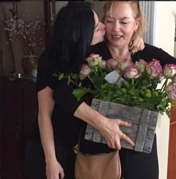 Merve Boluğur  Dünyanin en güzel annesine ..🙏❤️ gelecegin anneannesine😜tüm annelerimizin anneler gününü kutlarım💎