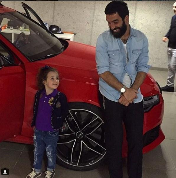 Arda Turan  Canım yeğenim Zeyno ile iyi hafta sonları diliyoruz @ozlemsaffetulusoy