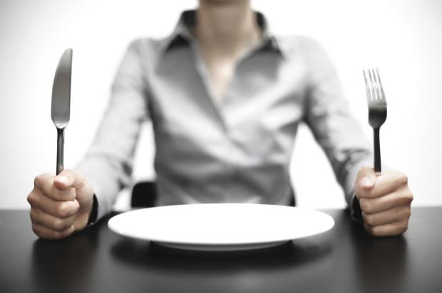 8-Kilo vermek için aç kalmak gerekir.  Diyet yaparken aç kalmak, sağlıksız bir şekilde verilen kiloların kısa sürede geri alınacağı anlamına gelmektedir. Amaç, sürdürülebilir sağlıklı beslenme alışkanlıkları oluşturmak olmalıdır. Bu sağlandığında kilo kontrolü kolaylıkla gerçekleşecektir.