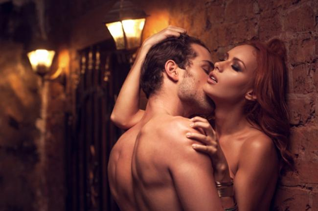 Orgazm kolaylaşır  Tüm bu saydıklarım temelinde kadın ve erkek için sağlıklı ve tatminkar bir cinsel hayatı sağlar. Oraya çıkan G noktası ve klitoris daha çabuk uyarılır, orgazm kolaylaşır ve diğer sorunların ortadan kalkması da kadına muazzam bir özgüven verir. Ayrıca vajina daraltma uygulaması da erkeğin çok daha fazla uyarılmasını sağlar.  Op. Dr. Bülent Cihantimur