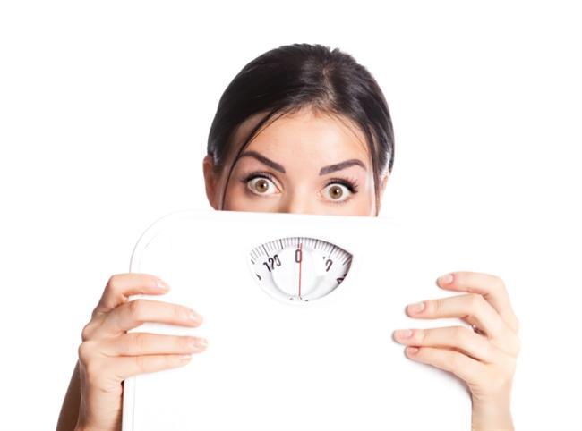 Kilo vermenize engel bir hastalığınız olabilir  Bazı hastalıklar metabolizma hızını yavaşlatarak, insülin direnci gelişimine sebep olarak veya obeziteyi tetikleyerek kilo vermeyi zorlaştırabiliyor. Örneğin hipotiroidi metabolizma hızının yavaşlamasına neden olarak kilo vermeyi güçleştirebiliyor. Cushing sendromu'nda da kortizol hormonunun fazla salgılanması nedeniyle kilo kaybı güçleşiyor.