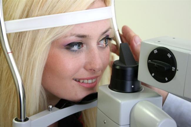 Işık tomografisi (OCT)  Işık tomografisi son 10 yılda özellikle yüksek teknolojinin göz sağlığında kullanılmasıyla, glokom hastalığının tanısı ve tedavisinin takibinde rutin hale gelmiştir. Uygulama son derece kolay olmakla birlikte birkaç saniyede gözle ilgili ayrıntılı görüntüler elde edilmekte ve göz tansiyonunun göze hasar verip vermediği anlaşılmaktadır. Göz tansiyonu tedavisinin takibinde ve planlanmasında oldukça önem taşımaktadır.