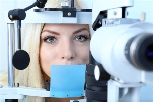 Erken teşhis için yılda bir kez göz taraması şart  Göz tansiyonu olarak bilinen ve sıklıkla 40 yaş üzeri kişilerde oluşan glokom, erken dönemde belirti vermeden yıllar içinde gizlice ilerleyebiliyor. Sinir liflerinin hasara uğramasıyla, görme alanında kayıplara neden olabilen glokomun oluşturduğu hasarlar kalıcı olmakla birlikte tedaviyle de göz eski sağlığına kavuşamayabiliyor. Glokom göz taramalarında veya normal göz muayenesinde ortaya çıkabildiği için, yılda bir kez göz taraması ve muayene olunması hastalığın erken teşhisinde oldukça önem taşımaktadır.