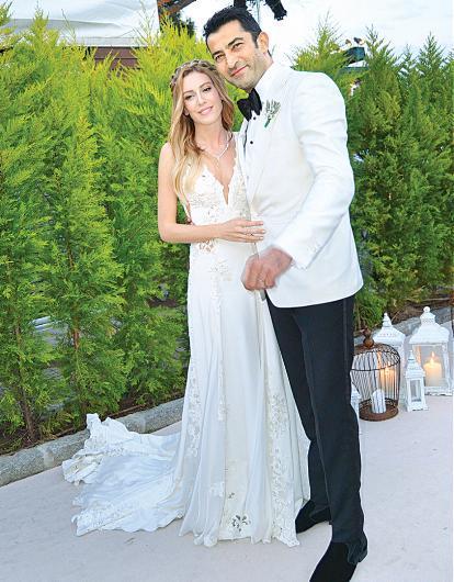 Romantik düğünün ardından...  Kenan İmirzalıoğlu ve Sinem Kobal, önceki gün Cunda Adası'nda düzenlenen törenle hayatını birleştirdi. Ortunç Otel'de yapılan düğüne sanat dünyasından birçok ünlü isim katıldı. İşte çok konuşulan düğünün merak edilen detayları...