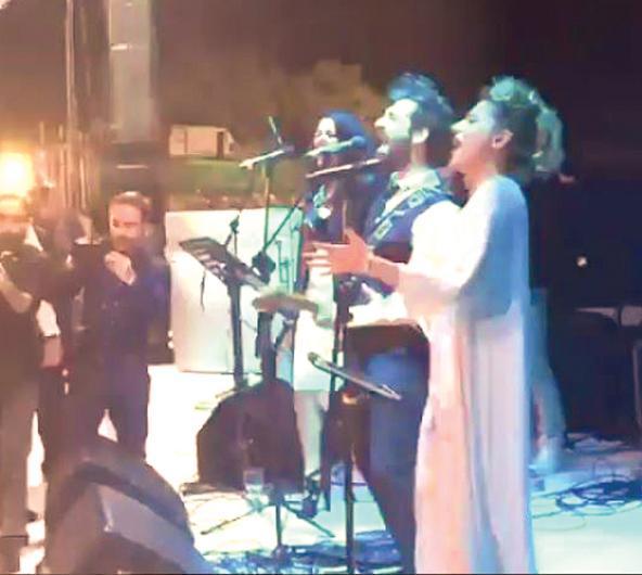 """Düğünden notlar  Düğünde pasta kesiminin ardından İsmail Altunsaray sahneye çıktı. Ankara havalarını söylemek için sahneye gelen Altunsaray'dan Köprüden Geçti Gelin şarkısını isteyen Kenan İmirzalıoğlu sayesinde ailenin en yaşlıları halay çekti. Altunsaray'ın programının sonlarına doğru İmirzalıoğlu Sinem Kobal'a ithafen Mühür Gözlüm türküsünü rica etti.  İlker Kaleli Duman grubunun şarkısı """"İçerim Ben Bu Akşam""""ı seslen dirdi."""