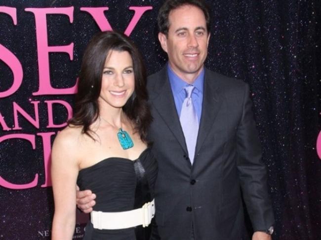 JERRY SEINFELD (JESSICA SKLAR)  Halkla ilişkiler uzmanı Jessica Sklar, aktör eşi Jerry Seinfeld'e hayrandı. Çift, 1999 yılından beri evliliklerini sürdürüyor.