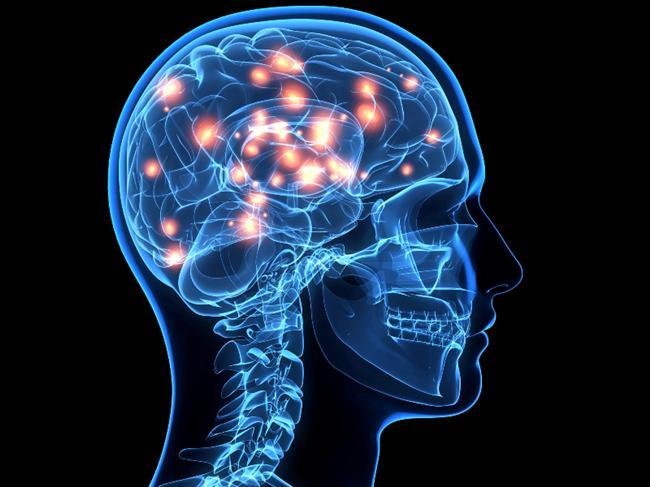 """10. Beyin erkeklerin konuşmasını, kadınların konuşmasından daha iyi anlar...Erkek ve kadın sesleri beynin farklı yerlerinde işlenir. Kadınların sesleri daha müzikal, yüksek ve geniş bir frekanstadır. İnsanın beyni bir kadının ne dediğini anlamak için ek kaynaklar kullanarak sesi """"çözmek"""" zorundadır. Bu yüzden halüsinasyon duyan insanlar genelde erkek sesi duyarlar."""