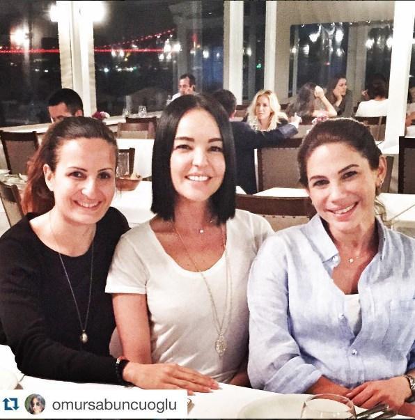 Zeynep Beşerler  @omursabuncuoglu with@repostapp. 3 dost bu akşam buluştuk🙋🏻🙋🏻🙋🏻 eskileri yad ettik😊⭐️🍀🌀❤️🐣👼@zeynepbeserler @benguofficial ....uzun zaman olmustu minnakcan sayesinde bulustuk bengusum ❤️❤️❤️