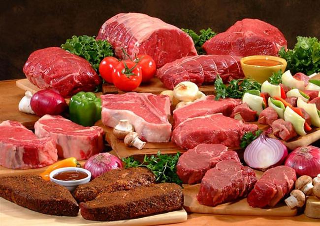 Et  Parçalara bölünmüş halde belirli kaplarda satılan etler, fazla sulu ve kanlı, aşırı yumuşamış, ezilmiş, renk değiştirmiş, doğal rengi dışında yeşil, sarı gibi renk değişimlerine sahipse bu tür ürünleri satın almayın.
