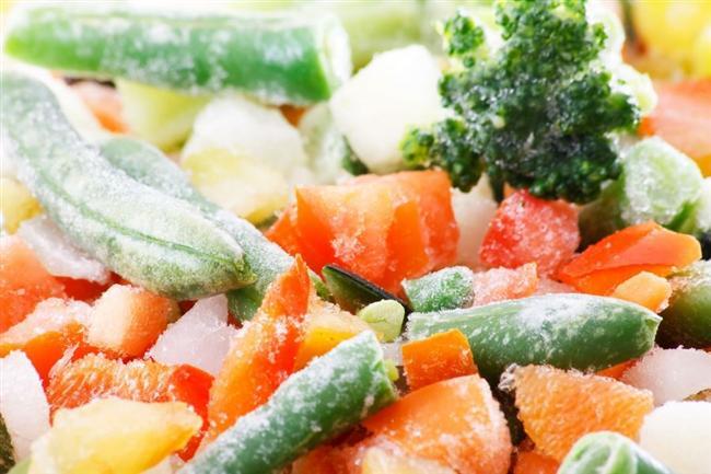 Dondurulmuş Gıda  Üzerinde buz taneleri olan ürünleri almayın. Bu ürünün çözülüp tekrar dondurulduğunu gösteriyor ki birçok mikroorganizmanın üremesi ile karşılaşılmış olunabiliyor. Dondurulmuş gıda reyonundan satın alacağınız ürünlerin -18 santigrat derecede muhafaza ediliyor olmasına özen gösterin.