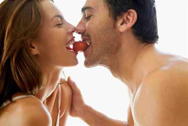 KADIN KADINA: Merak cinsellikte de güçlü bir duygudur. Kadınların çoğu eşcinsel seks deneyimlerine karşı meraklarını cinsel fantezilerinde gidermeye çalışırlar.