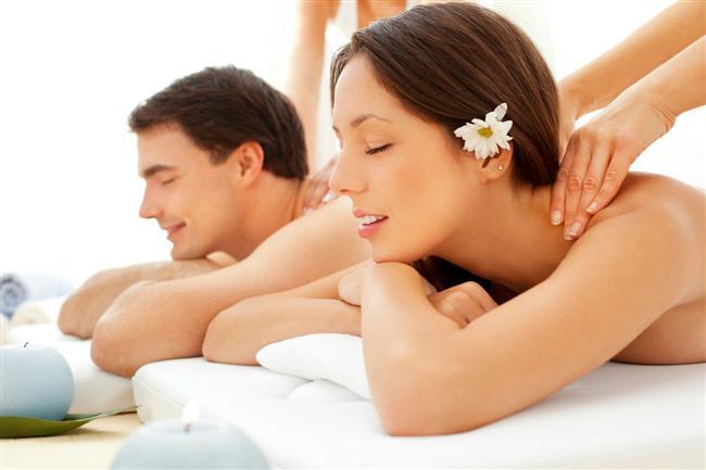 Spa günü  Birçok otel, yazın tatile gidemeyen misafirleri için güzel havuz programları yapıyor ve bu programlara çoğu zaman masaj seçenekleri de dahil. Hafta sonunuzu partnerinizle birlikte yaptıracağınız bir masajla rahatladıktan sonra, havuz başında bir şeyleri içerek değerlendirmeniz ikiniz için de rahatlatıcı olabilir. Hatta vaktiniz varsa gece otelde konaklamanız da farklı bir mekanda olacağınız için cinsel hayatınıza renk katabilir.