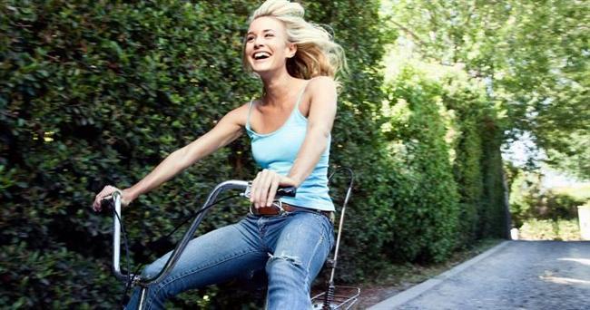 Standford Üniversitesi'nde insomnia üzerinde yapılan bir araştırmanın sonucuna göre her sabah 20-30 dakika pedal çeviren kişiler akşamları daha rahat uykuya dalıyor. Gün içinde bisiklete binmek uykunuzu düzene sokmaya yardımcı oluyor.