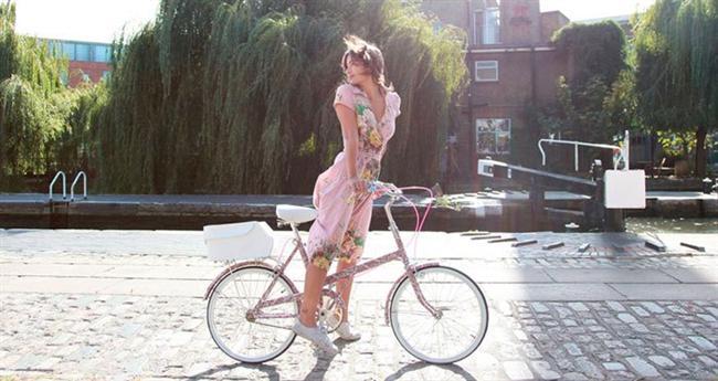 Bisiklete binmek koşmaktan daha rahat yapılabildiği için ayaklarınızı ve ayak bileklerinizi daha az yorarak egzersiz yapmış oluyorsunuz.