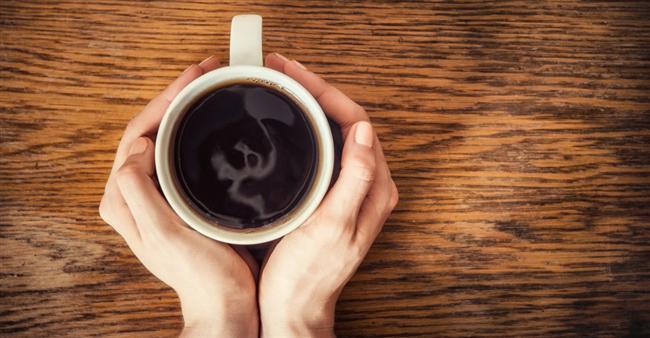 * Kafeinsiz sade kahve, düşük kalorili harika bir içecektir. Kremasız, şekersiz, siyah koyu bir kahve, açlığınızı bastırma etkisinin yanı sıra; aynı zamanda ciddi bir antioksidandır da.  * Kas, yağın en az dört katı kadar kalori yakar. Temel kaslara (bacak, karın ve üst vücut) odaklanarak bir güç egzersizi programına başlayın ve bunu haftada iki gün, yirmişer dakika yapın.