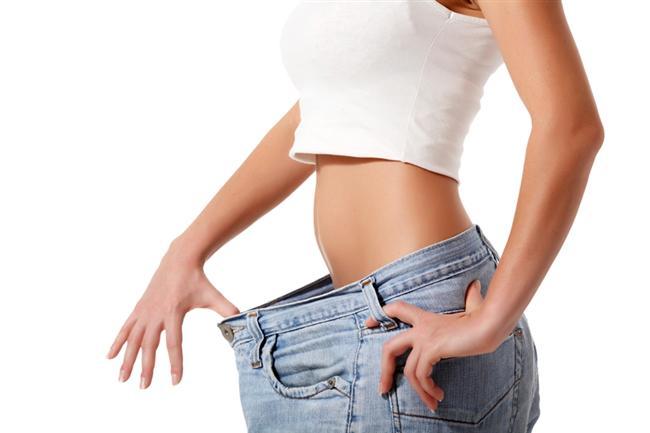 Yeşil erik kilo verdirir  Açlık ve tokluk hissinin belirlenmesinde en büyük etkenlerden biri kan şekeridir. Eğer, kan şekeri dengede olursa sağlıklı insanlar gibi acıkır veya doyduğunuzu hissedersiniz. Bunu sağlamanın en garantili yollarından biri de kan şekerini dengeleyen yeşil erik gibi besinler tüketmektir. Yeşil erik, bu özelliğiyle kilo verdirir ve ara öğünler için çok ideal bir meyvedir. 1 kase yeşil erik ortalama 50 kaloridir.