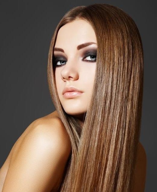 Tel toka kullanarak uzun ya da kısa saçlarınızı düzleştirebilirsiniz!  Her bayan saçları ile dikkat çekici ve büyüleyici olmayı hayal eder. Herkes elinden geldiğince ya kuaföre ya da evdeki yöntemlerden yola çıkarak saç bakımı yapar.  Özellikle saçlarına önem veren bayanlar hem yağlarla beslemektedir hem de bir taraftan fön çekerek sürekli bakım yaptığı saçlarını yıpratmaktadır. Zira saçlar hassas olduğundan dolayı, yanmaya ve kırılmaya sebep olabilir.  Bu nedenle evde doğal yöntemlerle saç düzleştirme ile ilgili yazımızdan küçük pratik bilgiler edinerek kendinize yeni bir stil yaratabilirsiniz.