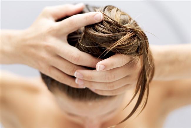 5 dakika bekledikten ve saçlarınızdaki suyu iyice akıttıktan sonra, saçlarınızı tarayınız.