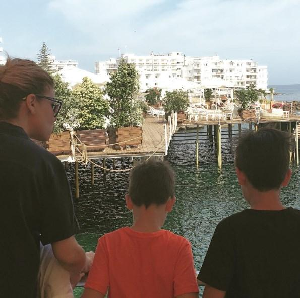 Gülben Ergen  İki konser verip bugün evimize dönüyoruz. 19 Mayıs Bayram tatilini fırsat bilip çocuklara birlikte geldik Kıbrıs'a. Şimdi kandilin verdiği sessizlik ve iç huzuru ile evimize dönüyoruz... #beratkandilimizmubarekolsun @atesnilay @sahabettin.aydin