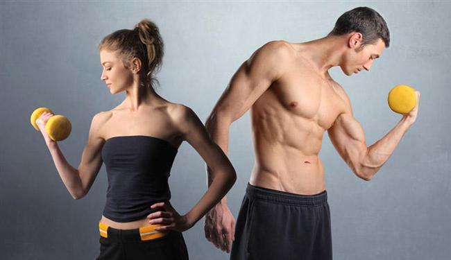 Su: Erkek vücudunun yüzde 60-70'i sudan ibarettir. Kadın vücudundaki su oranı ise yüzde 50-60 arasındadır.  Cinsel Organlar: Ana cinsel organlar erkekte vücudun dışında bulunur ve kolayca yaralanabilir. Kadında vücudun içine gizlenmiş olup korunmadadır.  İskelet: Erkeklerin omuzları daha geniş, kolları ve bacakları daha uzun, kemikleri daha ağır, eklemleri de daha büyüktür. Buna karşılık kadınların kalça kemikleri daha geniş, eklemleri daha esnektir.