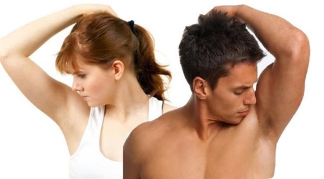 Kadınlar ve erkekler arasında, yüzme yeteneği ve duyu organları gibi 45 temel fark olduğunu biliyor muydunuz?   İşte şaşırtıcı o farklar...  Ergenlik Sivilcesi: Erkeklerin sivilce sorunu daha fazladır. Bu da daha çok testosteron hormonundan kaynaklanmaktadır. Bu hormon yağ bezlerini uyarır ve derideki gözeneklerin tıkanmasına, dolayısıyla da sivilceye neden olur!