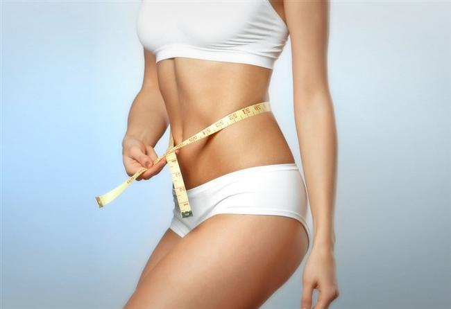 Adem Elması: Gırtlaktaki adem elması adlı çıkıntı sadece erkeklere hastır.  Solunum: Erkekler dakikada ortalama 16 kez soluk alıp verir. Kadınlar ise dakikada 20-22 kez soluk alıp verir. Her iki cinsin günde soludukları miktar ise aynı olup 12 bin litredir.  Cinsel Organda Tüylenme: Genital tüylenme, erkeklerde göbeğe kadar çıkarken kadınlarda göbeğin altında yatay bir çizgide biter.