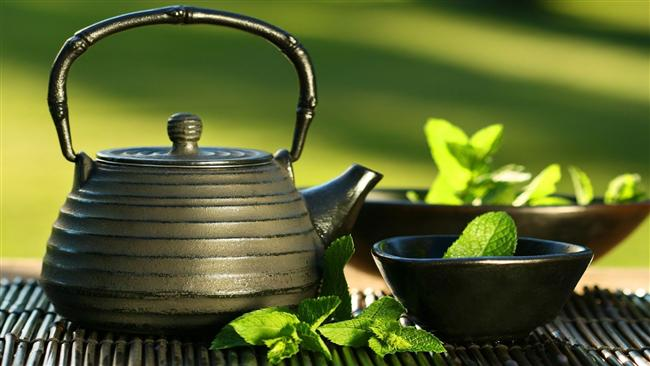 Yeşil çay için   Yeşil çay kateşin adı verilen güçlü antioksidanlarla dolu olduğu için kafeinle birlikte yağ yakmaya ve metabolizmayı hızlandırmaya çok etkili bir biçimde yardımcı oluyor.
