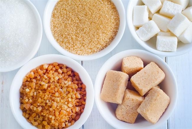 Tatlandırıcılar ve şekerden kaçının   Günümüz beslenme alışkanlıklarına baktığımız zaman şeker, kilo almadaki en önemli etkenlerden biri olarak biliniyor. Yapay tatlandırıcılar, fruktoz şurubu ve şeker obezite, diyabet, kalp hastalıkları ve daha fazlasıyla ilişkilendiriliyor.