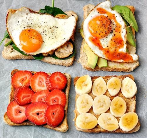 Çok acıktığınız zaman sağlıklı atıştırmalıkları tercih edin   Bir anda açlık bastırdığı zaman çoğunlukla ilk tercihimiz kalorili ve şekerli yiyecekler oluyor. Bu yüzden yanınızda her zaman sağlıklı atıştırmalıklar bulundurarak gereksiz kalori almayı engelleyin. Taze meyve, yemişler veya yoğurt ani açlık krizlerini bastırmak için güzel seçenekler.