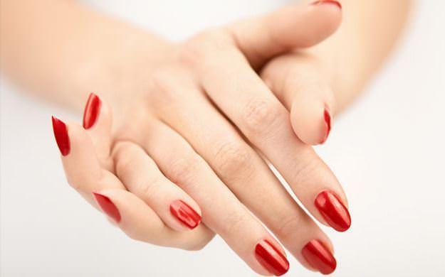 Hassas bir cilde sahip olanlar, herhangi bir ürünü hemen yüzlerine uygulamadan önce el ya da kol gibi bir bölgede deneme yapabilirler.