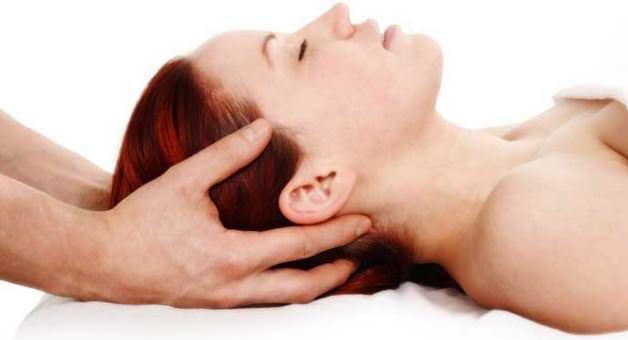 Günlük saç bakımınız için fındık yağını kullanabilirsiniz. Çok az bir miktar fındık yağını saç derinize ve saçlarınıza masaj yaparak uygulayın.