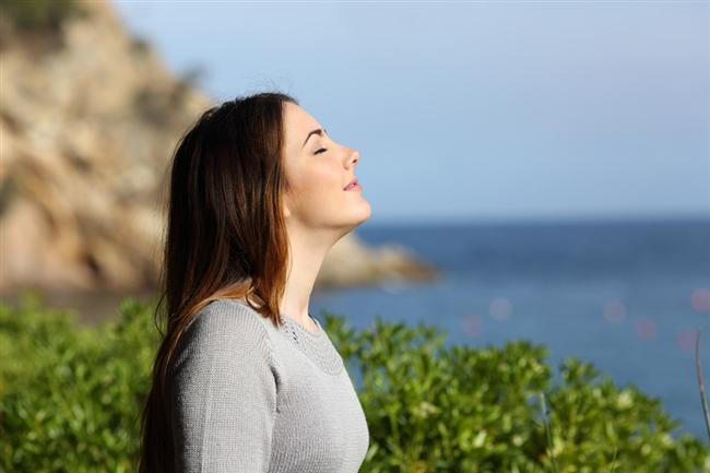 Düzenli nefes alın  Düzenli nefes hareketleriyle metabolizmanızı hızlandırabilirsiniz. Günün farklı zamanlarında, en az beş kez ateş solunumu adı verilen nefes tekniğini uygulayabilirsiniz. Bu nefes alma tekniğinde, ağız ve burun açık olarak iki dakika süresince saniyede önce bir nefes daha sonra saniyede iki nefes alıp verecek şekilde solunum yapabilirsiniz. İlk zamanlar baş dönmesi ve mide bulantısı görülse de zamanla bu etkiler ortadan kalkacaktır.