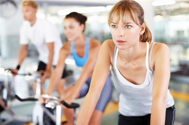 Kilo vermek isteyip bir türlü kilolarınızdan kurtulamıyorsanız, bu önerilerle kilo vermeniz çok daha kolay olacak. İşte yaza ideal bir vücutla girmenizi sağlayacak 12 tüyo!  1- Egzersize daha çok zaman ayırın. Toplam her gün en azından 60 dakika egzersiz ve enerjik aktiviteler yapmayı hedefleyin!