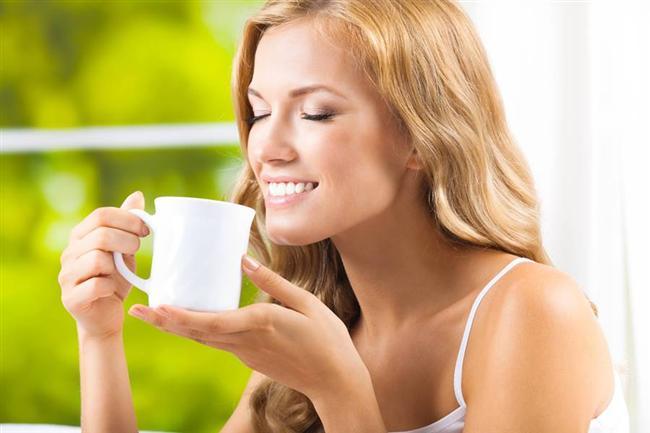Çay ne zaman içilebilir?  Dr. Şamilgil, yemekten hemen sonra çay içilmesinin demir emilimini azaltacağından, hiç olmazsa 1 saat beklenmesi gerektiğine dikkat çekiyor.