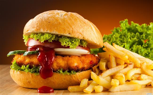 * Fast food'lar tuzlu yiyeceklerdir. Tuzu kestiğinizde besinlerdeki doğal tuzların tadının farkına varacaksınız. * Hindi etinin dezavantajı kuru olmasıdır. Hindili burgere ya da köfteye biraz zeytinyağı ekleyebilirsiniz.
