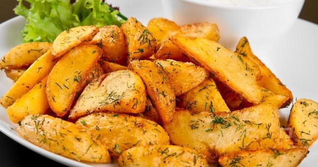 * Kızarmış patates yerine, fırınlanmış sağlıklı elma dilimli patatesi deneyin. * Unutmayın! Kavun, domates ve kereviz gibi sıvı bakımından zengin besinler tok hissetmenize yarar.